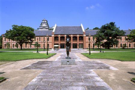 美術館正面(1)
